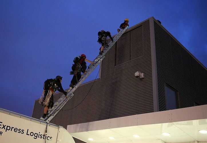 Greenpeace preveía difundir un comunicado al final del ascenso. (EFE)