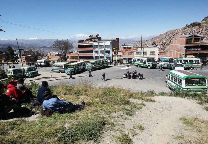 Las movilizaciones están protagonizadas por una parte de los dos principales sindicatos de transportistas de La Paz, que agrupan a los conductores de autobuses, minibuses y taxis compartidos, denominados trufis. (EFE)