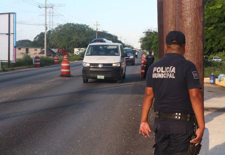 La Policía Municipal trabaja con la Marina, la Federal y la Estatal para restablecer el orden. (Foto: Adrián Barreto)