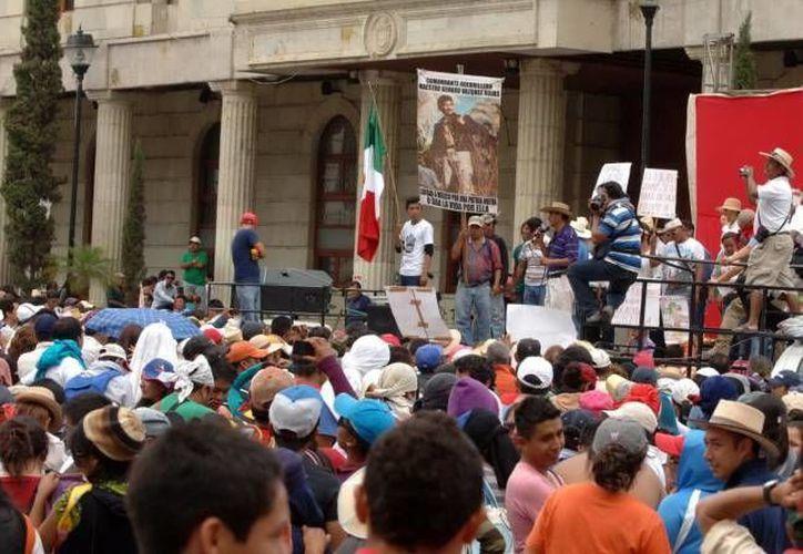 Miles de maestros de la CNTE de todo el país se oponen a la reforma educativa. (Notimex/Archivo)