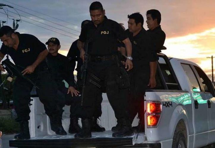 Agentes judiciales investigan los hechos que se registraron en diferentes puntos. (Eric Galindo/SIPSE)