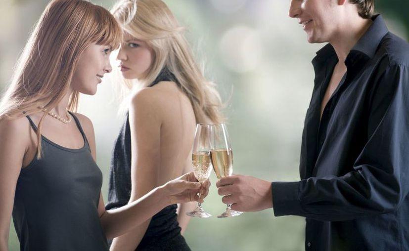 En el estudio los hombres que miraban más tiempo y más a menudo la cabeza estaban menos interesados en una relación platónica. (Contexto/Internet).