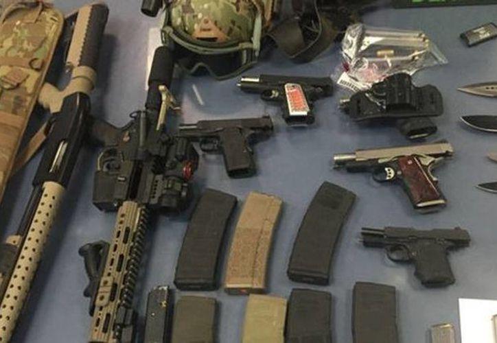 Las autoridades indicaron que los sospechosos solo son aficionados a las armas y que no están asociados a ningún grupo terrorista. (twitter.com/NYPDCT)