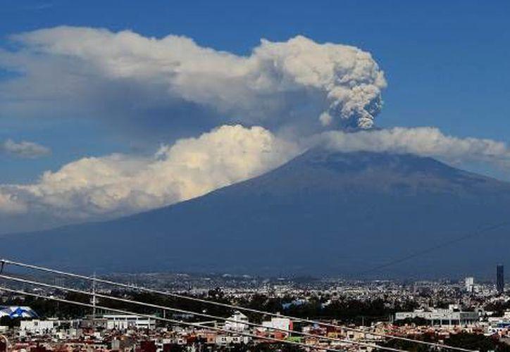 En las últimas 24 horas el Popocatépetl registró 30 exhalaciones de baja intensidad. (Milenio)