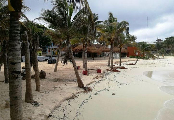 El litoral del destino turístico lució sin turistas. (Octavio Martínez/SIPSE)