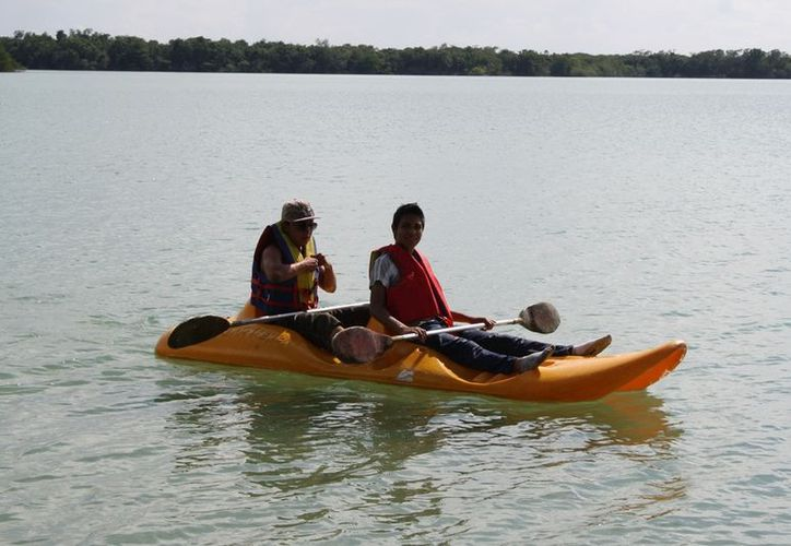 La Laguna Milagros cuenta con un negocio de renta de kayaks, disponible para los pocos turistas que arriban a la localidad. (Juan Palma/SIPSE)