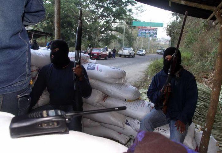 Integrantes de la policía comunitaria del municipio de Santos Reyes Nopala. (Notimex)