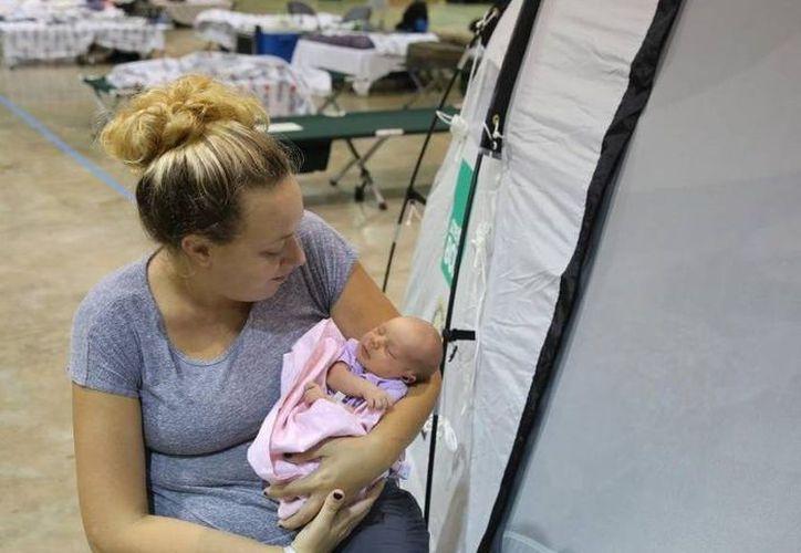 En caso de emergencias meteorológicas, como huracanes, el mejor alimento para los bebés es la leche materna. (Foto: Milenio Novedades)