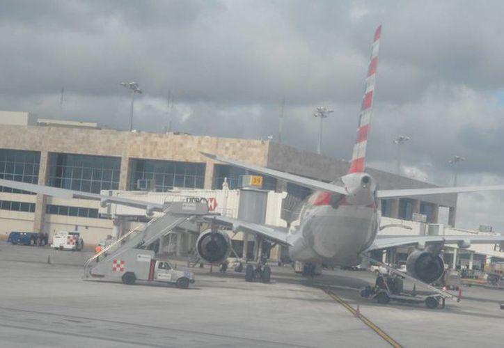 La aerolínea TAM de Brasil cubre la ruta Sao Paulo-Cancún. (Israel Leal/SIPSE)