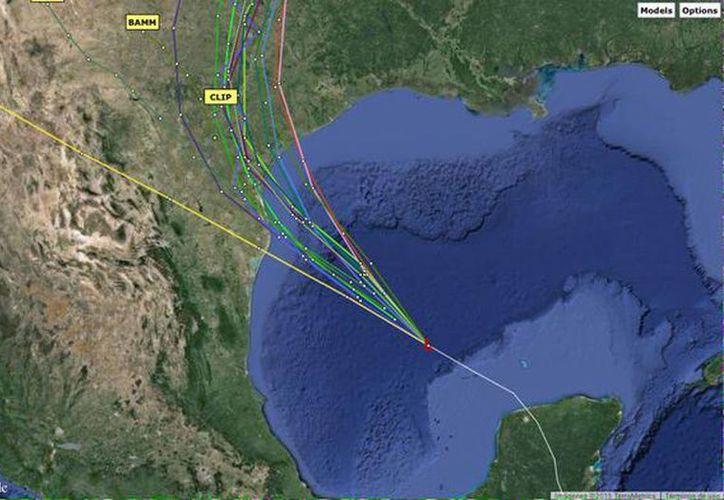 La peturbación tropical avanza al noroeste a 22 km/hr. Actualmente se ubica casi al centro del Golfo de México. (@conaguayucatan)