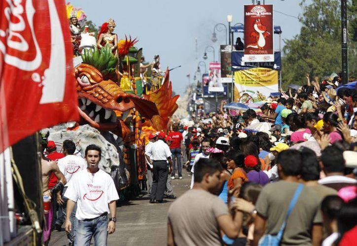El martes de Batalla de Flores captado desde el Paseo de Montejo. (Christian Ayala/SIPSE)