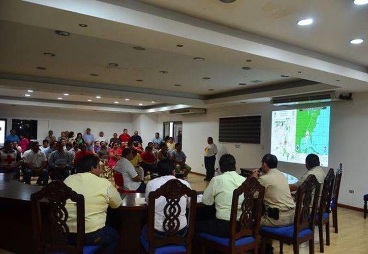 Durante la segunda sesión del Comité Municipal de Protección Civil, se exhortó a la población a mantenerse informados a través de medios oficiales. (Redacción/SIPSE)