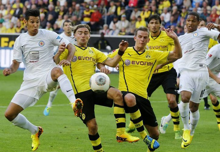 Borussia Dortmund superó este domingo 2-1 al Eintracht Braunschweig. (Agencias)