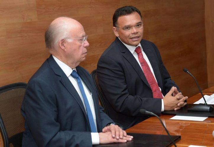El rector de la UNAM, José Narro Robles, y el gobernador de Yucatán, Rolando Zapata Bello, firmaron un convenio para impulsar el Museo de Ciencia y Tecnología del Cráter de Chicxulub. (SIPSE)