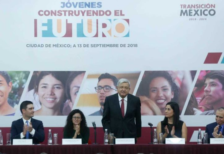 Andrés Manuel López Obrador dijo que este proyecto es para competir con los grupos violentos que cooptan a la población joven. (vanguardia.com)