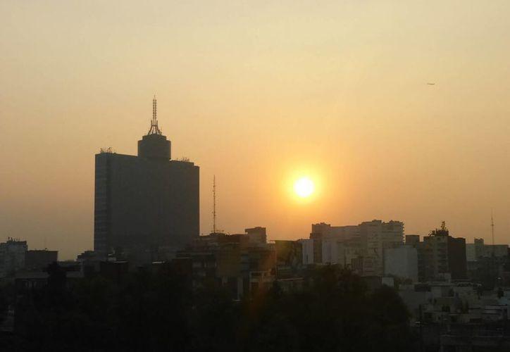 En marzo de 1992, la Ciudad de México registró 398 puntos IMECA. La metrópoli se paralizó con la circulación restringida y la suspensión de labores. (Notimex)