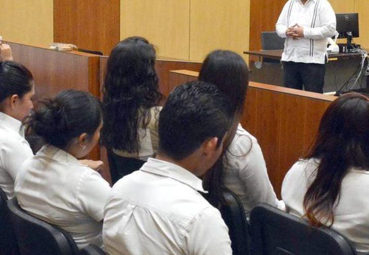 Marcos Celis, ante alumnos del CERT (Milenio Novedades).