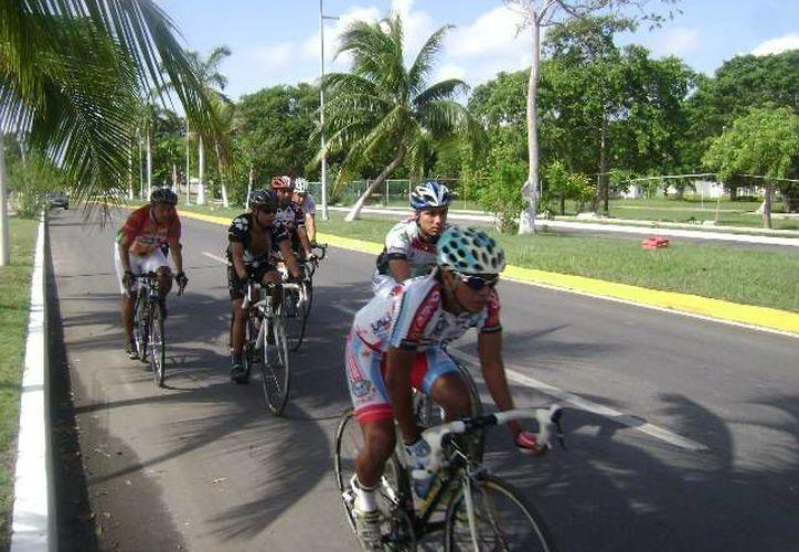 En bicicleta de ruta se recorrerán 18 kilómetros en un tiempo máximo de una hora y media. (Alberto Aguilar/SIPSE)