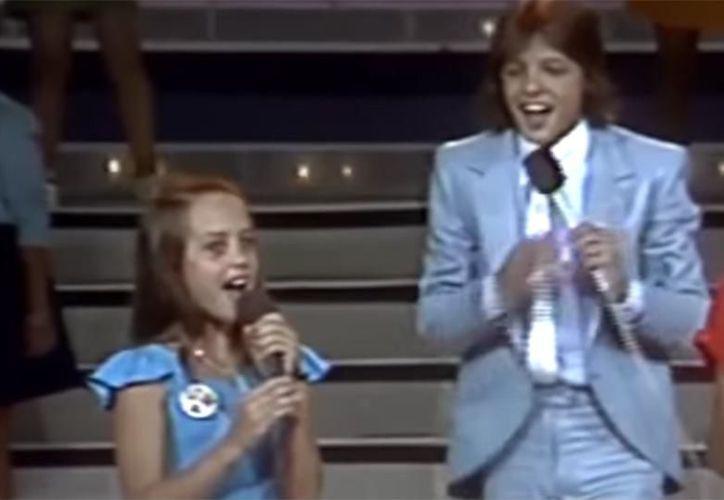 Al final, Luis Miguel cantó con los dos ganadores y le dio un abrazo y un beso a la pequeña Fey. (Youtube)