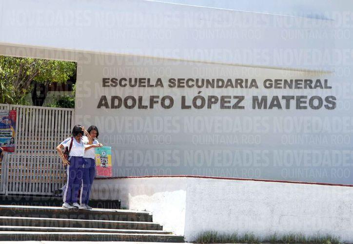"""La """"tiendita"""" de la secundaria """"Adolfo López Mateos"""" en Chetumal, paga mil 500 pesos por la concesión diaria. (Alejandra Carrión/SIPSE)"""