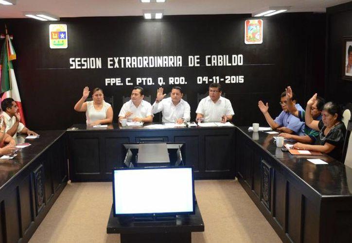En sesión extraordinaria de Cabildo se llevó a cabo la designación de Puerto Morelos como municipio. (Manuel Salazar/SIPSE)