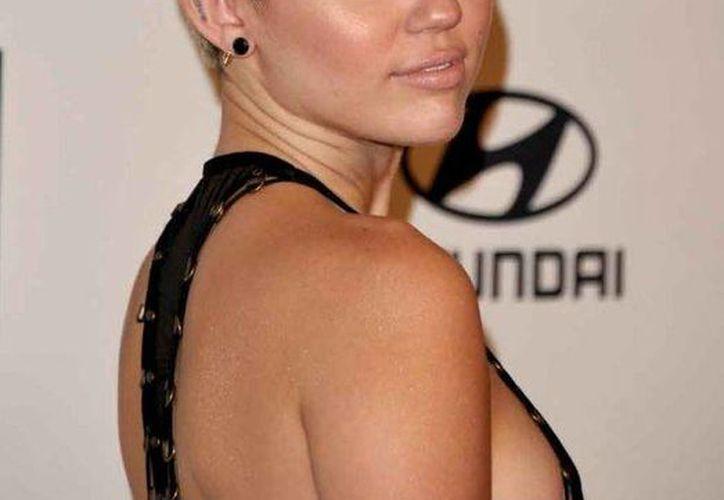 Miley Cyrus vuelvió a provocar polémica. (mundotkm.com)