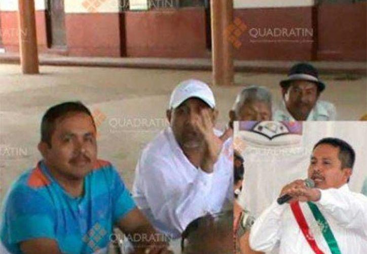Se desconoce si al momento de ser fotografiado con 'La Tuta', Juan Hernández ya era alcalde de Aquila, Michoacán. (Excélsior)