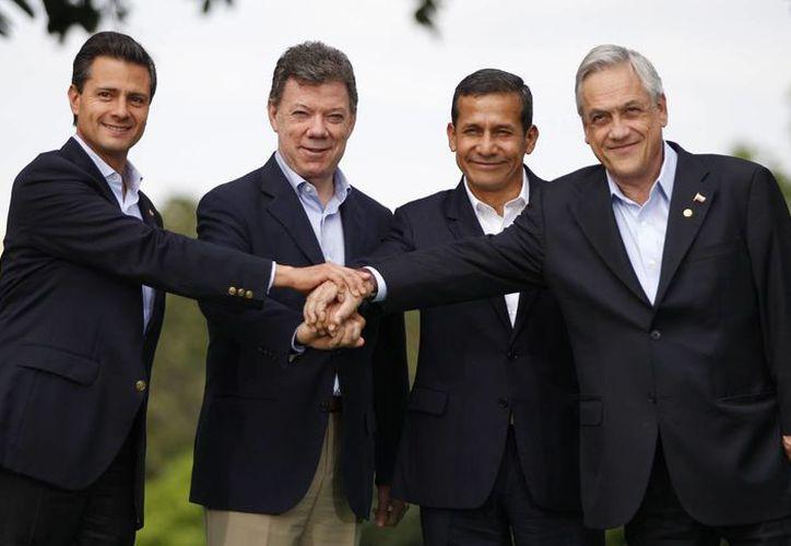 Los presidentes de México, Enrique Peña (i); Colombia,  Juan Manuel Santos; Perú, Ollanta Humala, y Chile,  Sebastián Piñera. (Agencias)