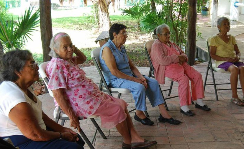 Tiene como misión atender a los adultos mayores, quienes por su edad avanzada tienen un mayor riesgo de padecer enfermedades. (Israel Leal/SIPSE)