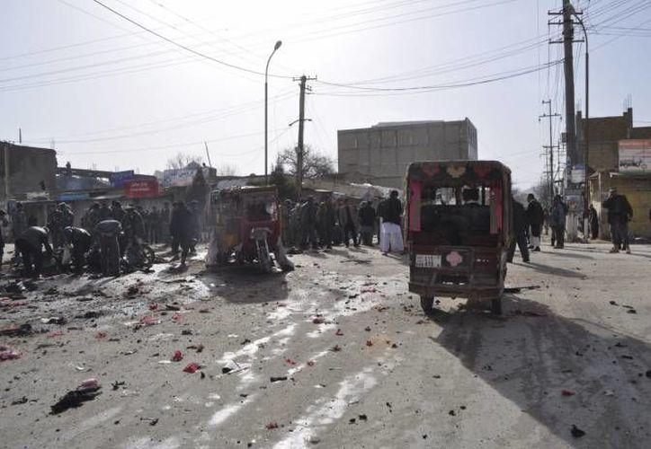 Movilización tras un atentado en un mercado de la ciudad de Maymana, en el norte de Afganistán. (EFE/Foto de archivo)