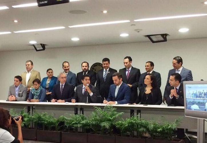 Conferencia de prensa sobre leyes secundarias de los Senadores del PAN en el Senado de México. (@silvia_garza)