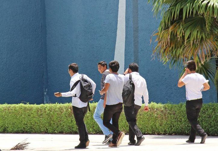 Los universitarios se graduaron en diferentes licenciaturas. (Jesús Tijerina/SIPSE)