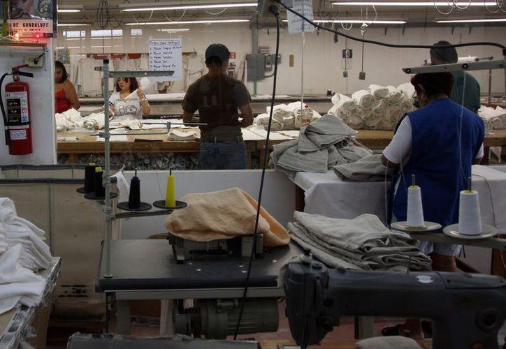 Los maquiladores esperan un descenso en la demanda de productos yucatecos en el extranjero. (Milenio Novedades)