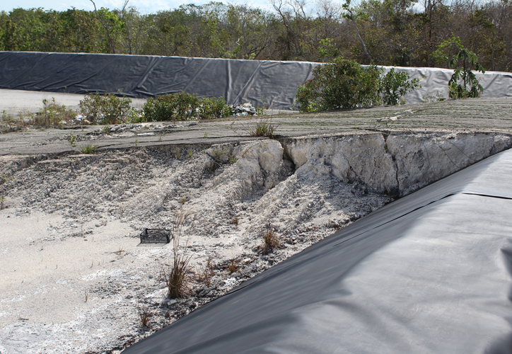 el relleno sanitario consta de una celda de residuos de 80 por 80 metros y laguna de lixiviados de 30 por 30 metros, con una profundidad de 1.5 metros.