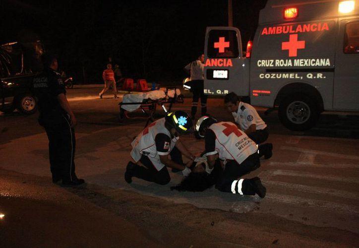 La mujer fue atendida por presentar lesiones leves en el cuerpo. (Redacción/SIPSE)
