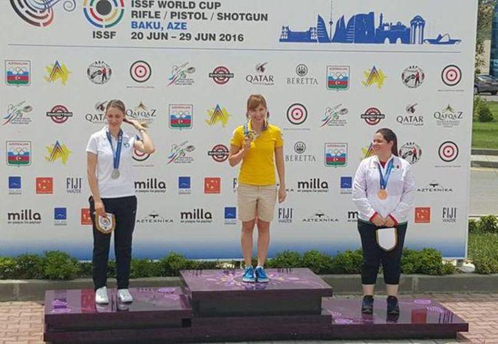Alejandra Zavala estableció la marca de América de 388 puntos en pistola aire 10m, en Copa Mundial de Bakú, Azerbaiyán. (@alepistolas)