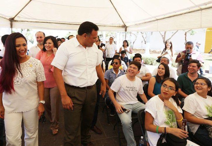 """El Gobierno de Yucatán firmó el pacto """"Yo no doy mordida"""", promovido por la comisión de jóvenes de la Coparmex. (Cortesía)"""
