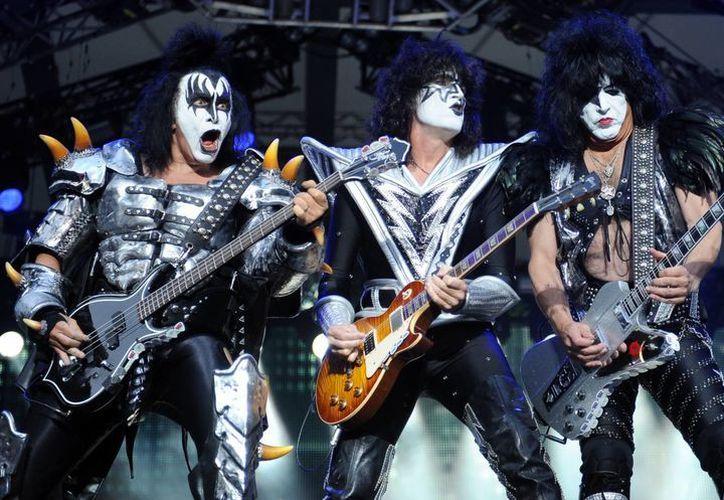 Kiss comenzó en 1973 y el grupo original tocó hasta 1980. Se volvieron a reunir entre 1996 y 2000, pero la banda continuó con nuevos integrantes. (Agencias)
