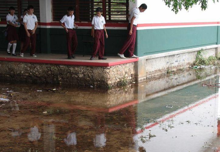 Los estudiantes corren el riesgo de adquirir enfermedades respiratorias. (Julián Miranda/SIPSE)