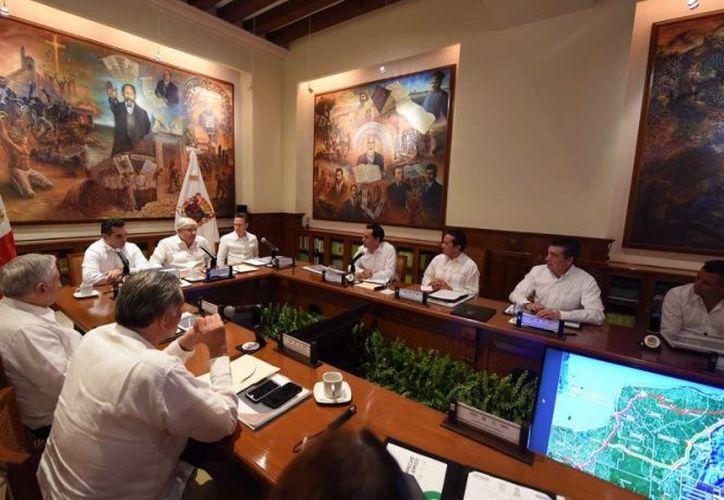 López Obrador dijo que no cuesta mucho trabajo hacer la consulta. (Excélsior)