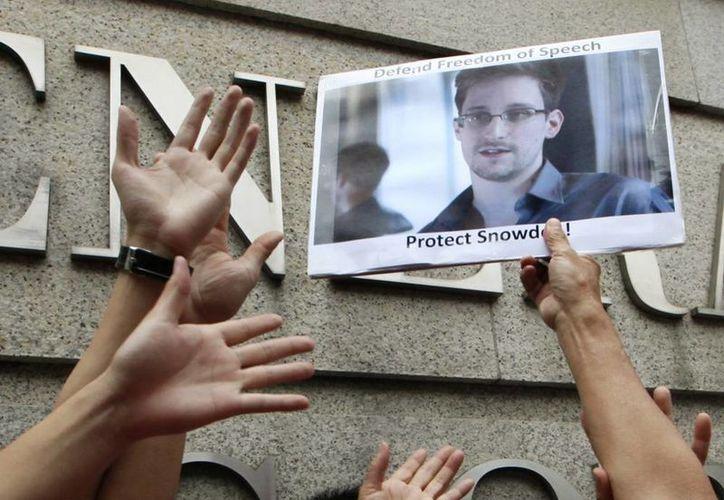 La historia de Edward Snowden, antiguo analista de la CIA, será contada en dos películas, una de ellas de Oliver Stone. (AP)