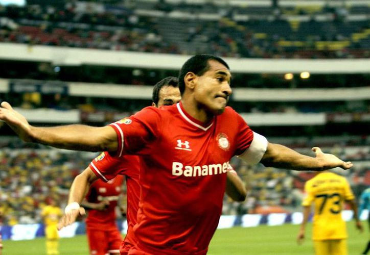 A Paulo César Silva no le quedó otra que meterla, al menos eso dice su rostro en la celebración del gol que abrió el marcado en estado Azteca. (NTX)