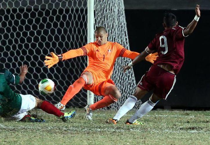 Angel Zaldívar, Raúl López y un doblete de Eric Torres, El Cubo, hicieron los goles para que México derrota 4-1 a Venezuela en la final de futbol soccer varonil sub-21 en los Juegos Centroamericanos. (Notimex)