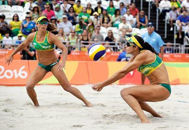 Las brasileñas consiguieron las tres victorias en la fase grupal, sin perder ningún set de partido. (John Locher/AP)