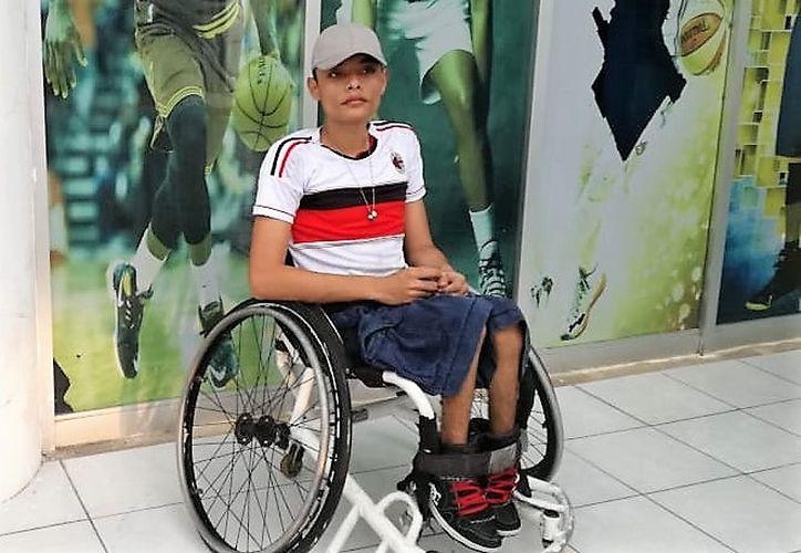 Gustavo Ortiz Manzanares, basquetbolista en sillas de ruedas, está a punto de perder su lugar en la selección mexicana por un error de las autoridades locales. (Miguel Maldonado/SIPSE)
