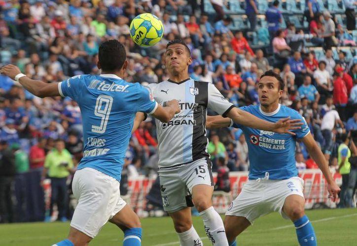 Cruz Azul y Querétaron terminaron empatando a un gol, en duelo en el que los cruzazulinos dominaron ampliamente.(Notimex)