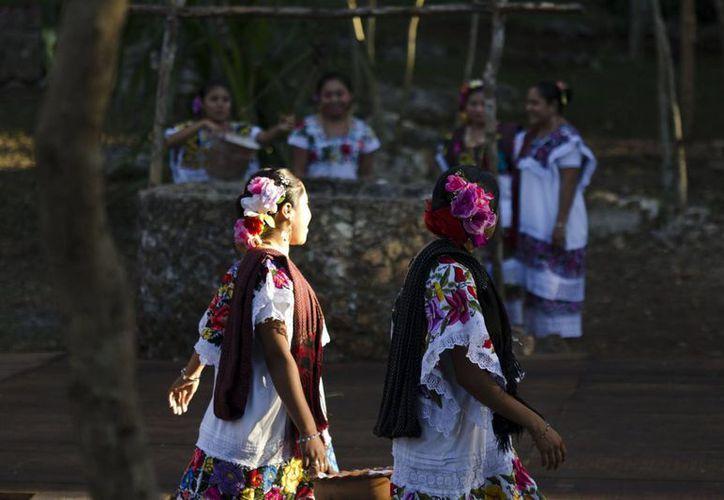 Los mayas modernos gustan de diversas manifestaciones culturales. (Notimex)