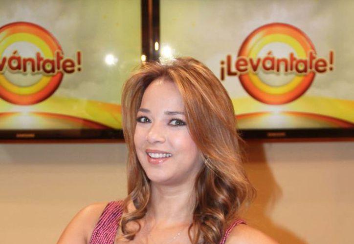 La veterana actriz Adamari López debuta como mamá. (huffingtonpost.com/Foto de archivo)