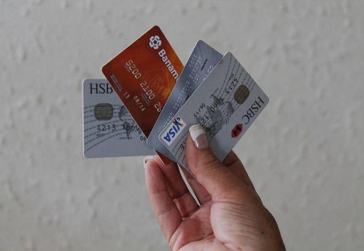 Los tarjetahabientes deben tomar las medidas necesarias para no ser sorprendidos. (Jesús Tijerina/SIPSE)
