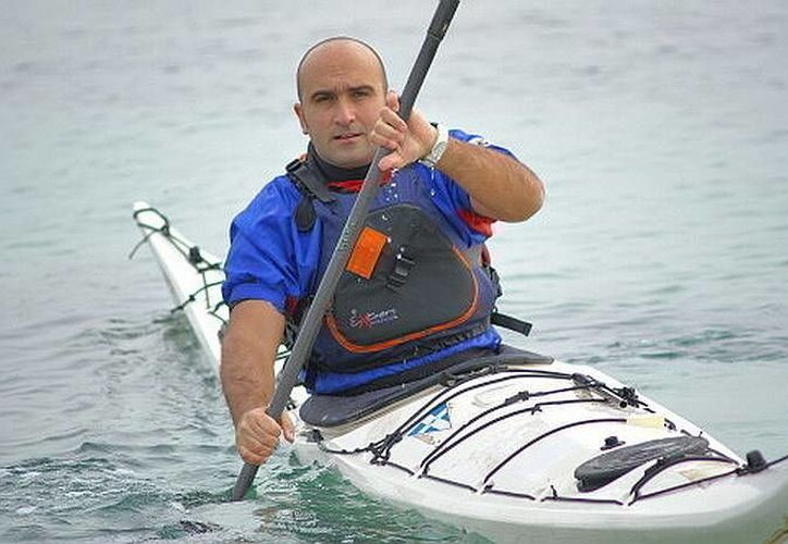 Francesco Gambella remará de Playa del Carmen a Holbox en un kayak. (Contexto/Internet)